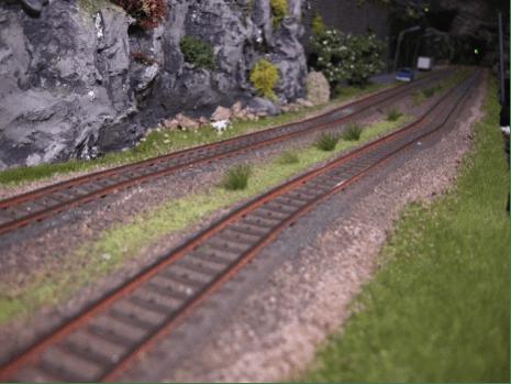 Sporlægning på modeltogbane togskinner
