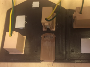 kasser monteret på gavl