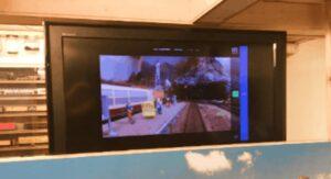 tv viser optagelse fra kameratog